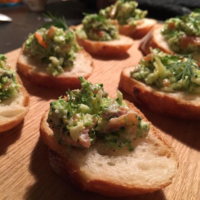 清水紗智 料理教室 ブロッコリーとサーモンのサラダをバケットに